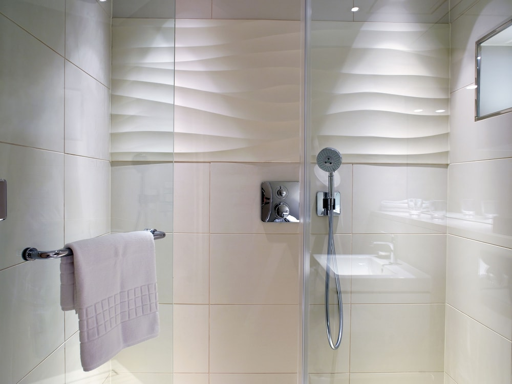 Bathroom Shower, Cheval Three Quays