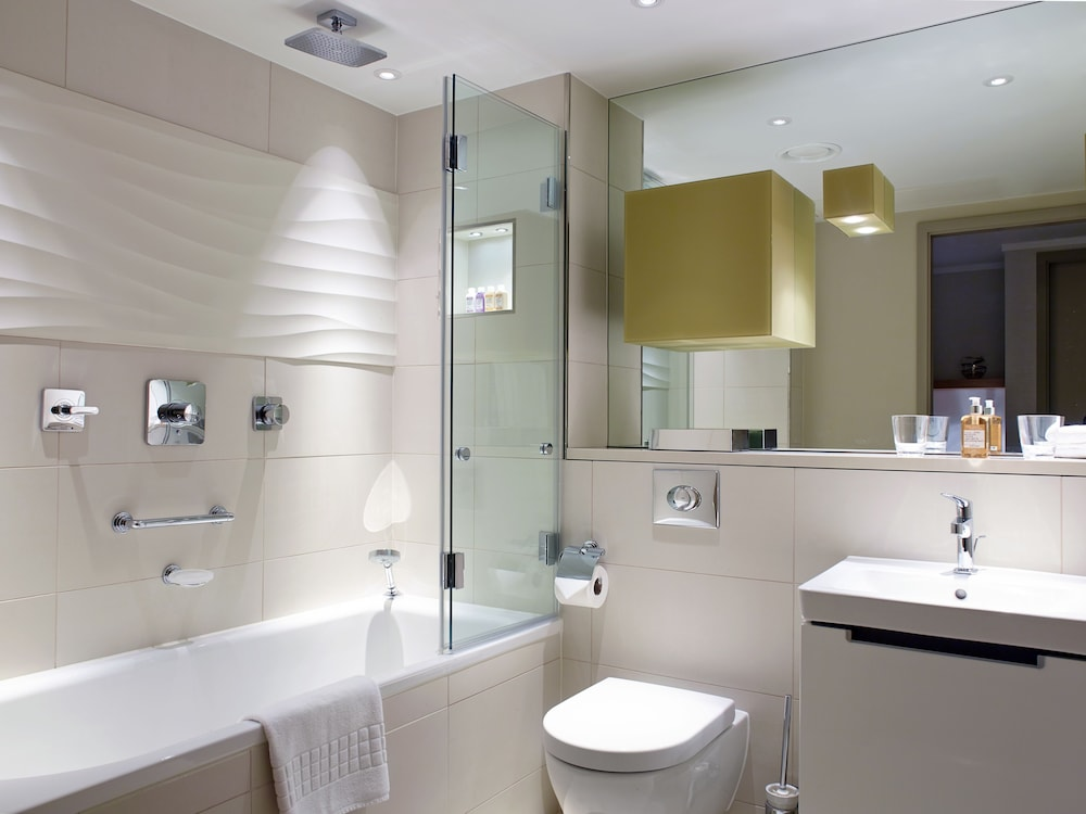 Bathroom, Cheval Three Quays