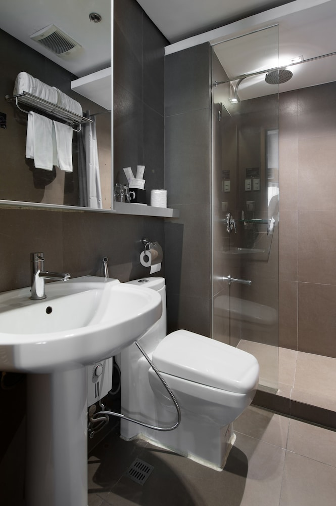 Bathroom, Y2 Residence Hotel