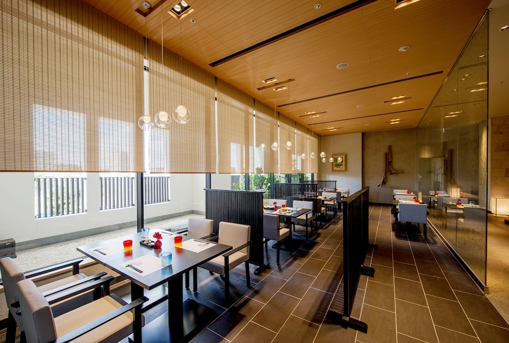 Restaurant, Hotel Monterey Okinawa Spa & Resort