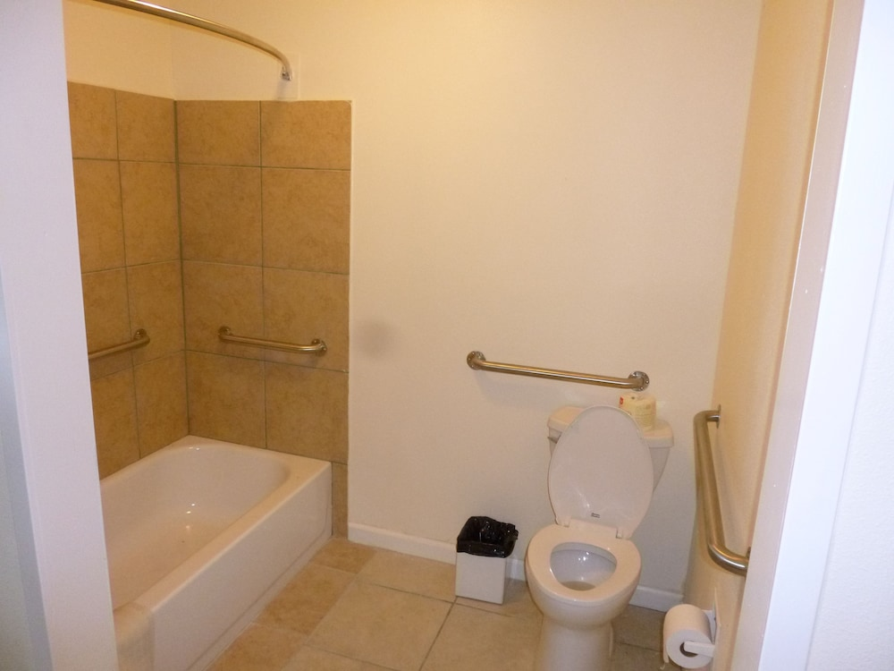 Bathroom, Alvin Extended Stay