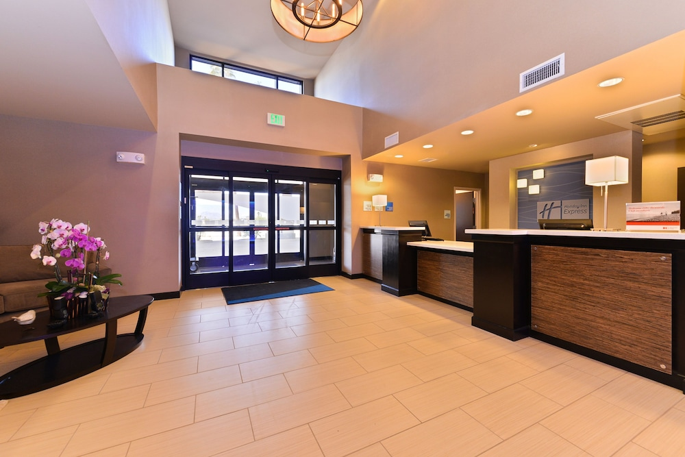 Lobby, Holiday Inn Express Hotel & Suites Indio