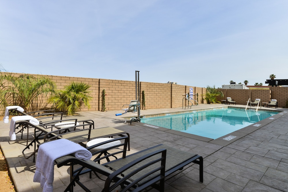 Pool, Holiday Inn Express Hotel & Suites Indio