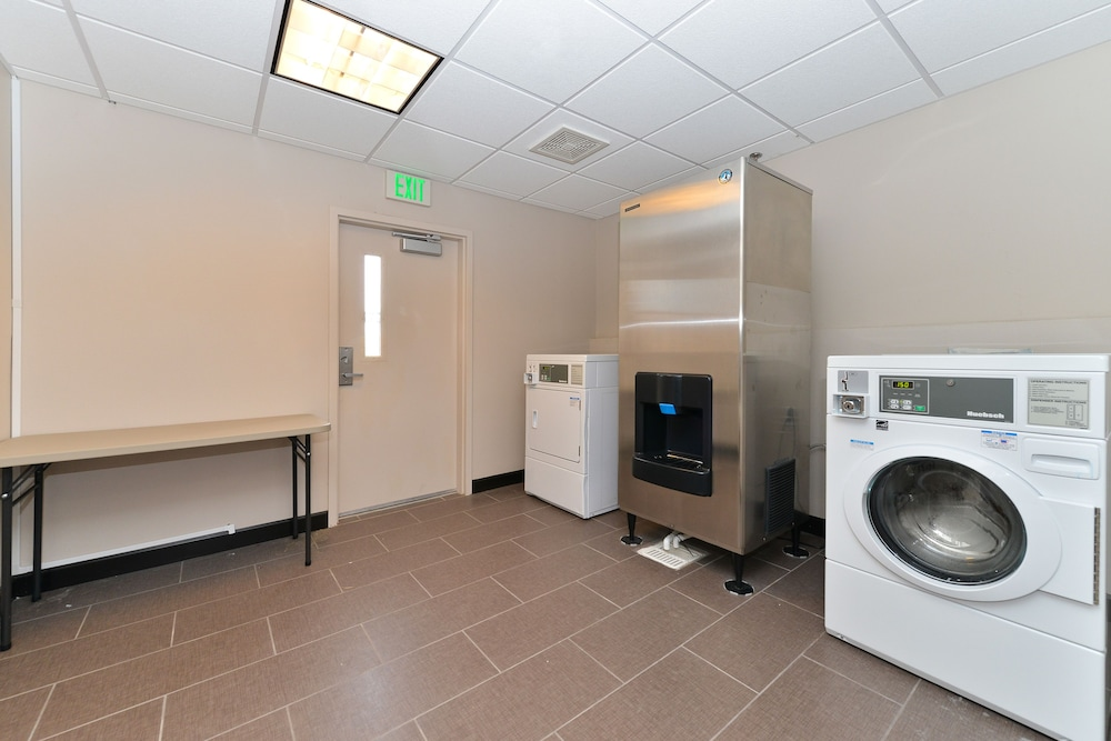 Laundry, Holiday Inn Express Hotel & Suites Indio