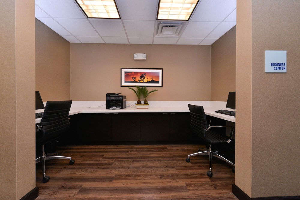 Business Center, Holiday Inn Express Hotel & Suites Indio