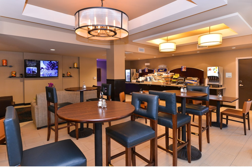 Breakfast Area, Holiday Inn Express Hotel & Suites Indio