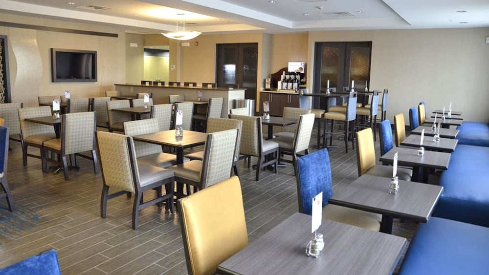 Breakfast Meal, Holiday Inn Express Hotel & Suites Goldsboro - Base Area