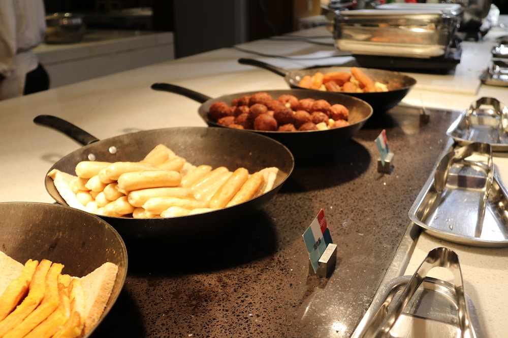 Breakfast buffet, Four Points By Sheraton Bijie