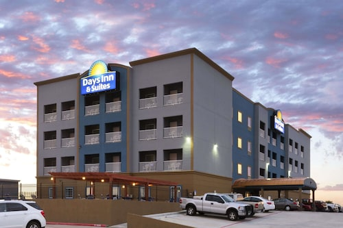 Great Place to stay Days Inn & Suites by Wyndham Galveston West/Seawall near Galveston
