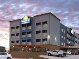 Days Inn & Suites by Wyndham Galveston West/Seawall