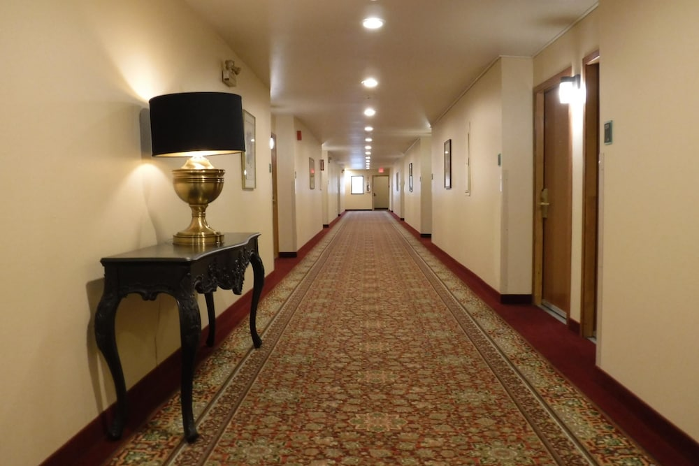 Hallway, Best Western Plus Skagit Valley And Convention Center