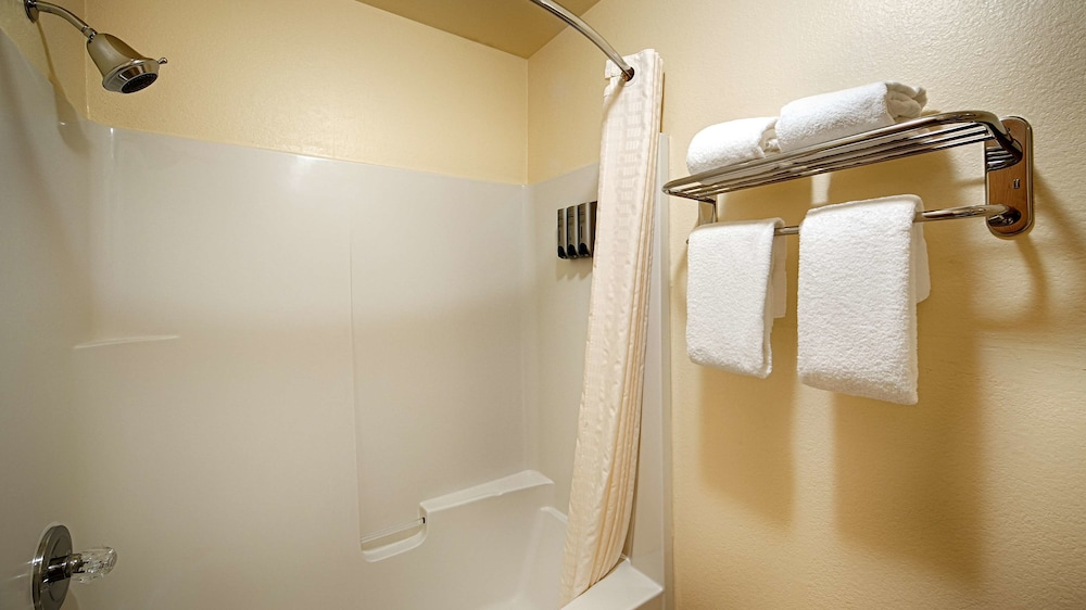 Bathroom, Best Western Plus Skagit Valley And Convention Center