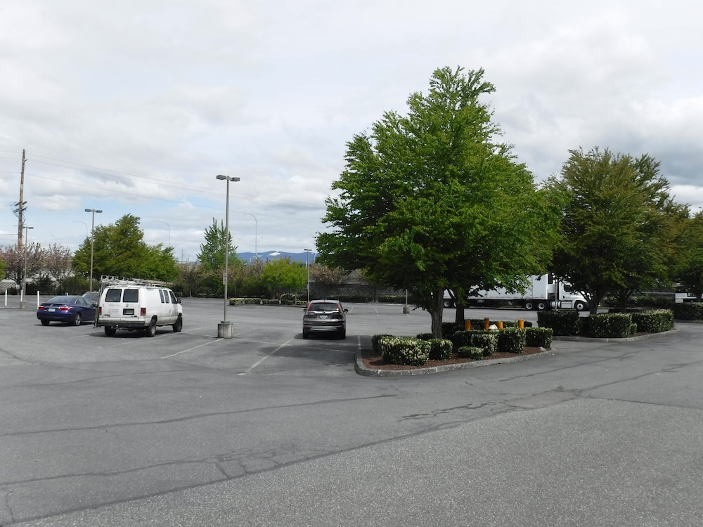 Parking, Best Western Plus Skagit Valley And Convention Center