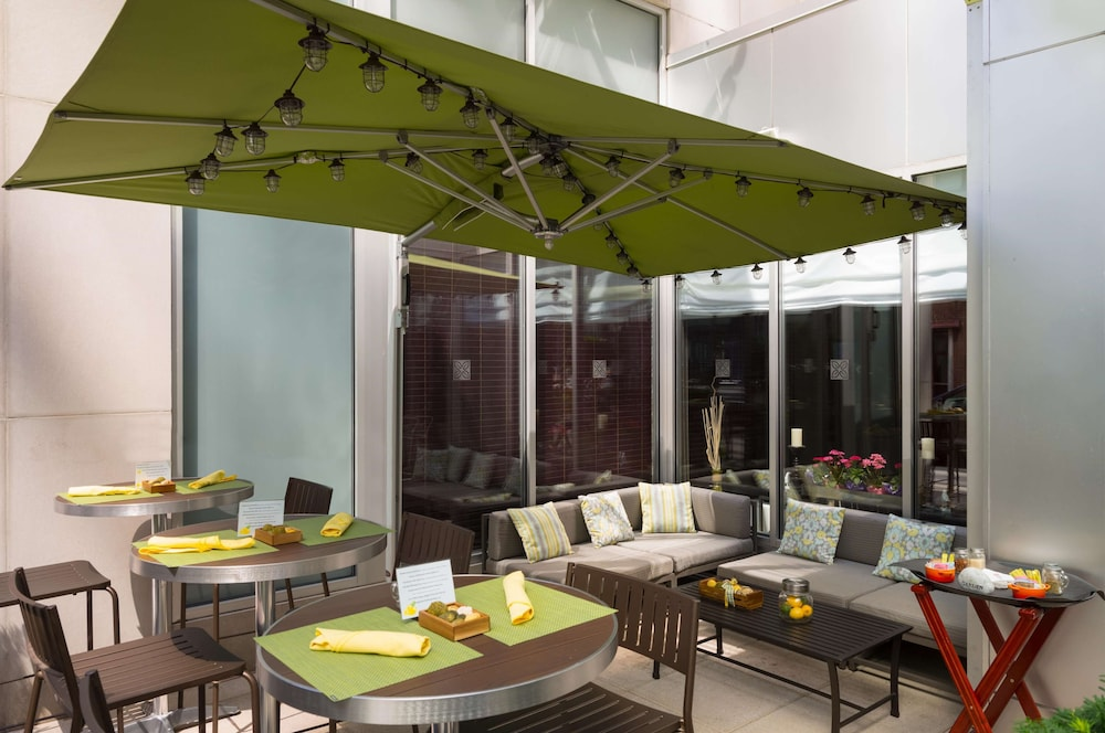 Terrace/Patio, Hilton Garden Inn New York/Manhattan-Midtown East