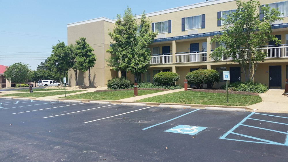 Parking, Days Inn by Wyndham Chattanooga/Hamilton Place