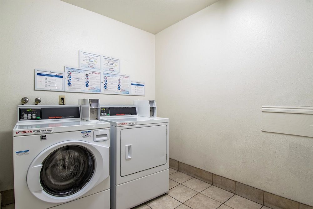 Laundry Room, Studio 6 Cypress, CA