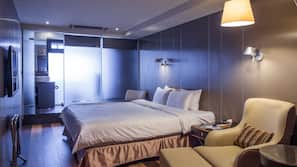 Premium bedding, Select Comfort beds, free minibar, in-room safe