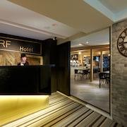 ホテル RF (富裕自由商旅 - 忠孝館)