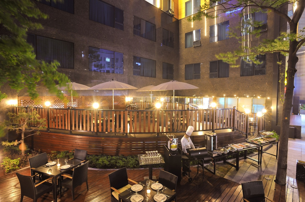Outdoor Dining, Golden Seoul Hotel