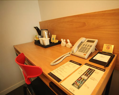 In-Room Business Center, I.T.W. Hotel
