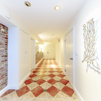 Grand Studio Suite - Hallway