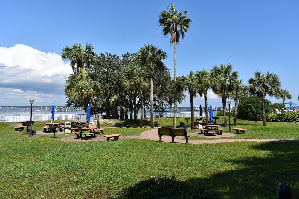 BBQ/Picnic Area, Destin West Vacations