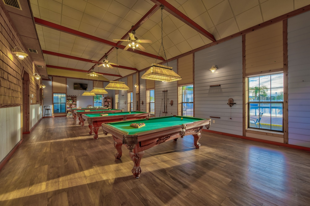 Billiards, Blueberry Hill RV Resort