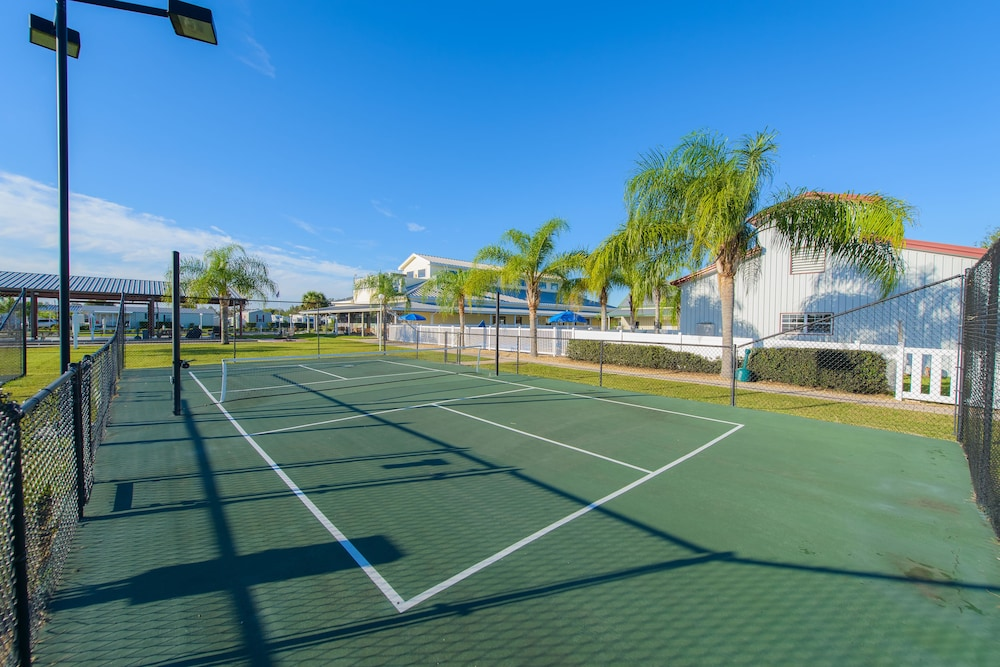 Tennis Court, Blueberry Hill RV Resort