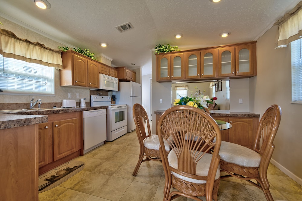 Private Kitchen, Blueberry Hill RV Resort