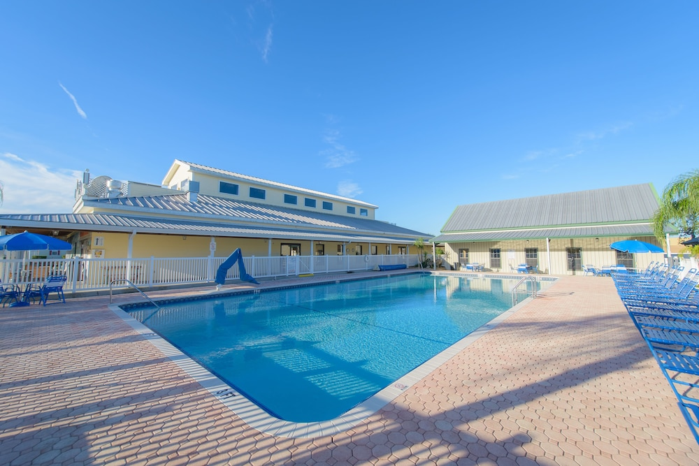 Outdoor Pool, Blueberry Hill RV Resort
