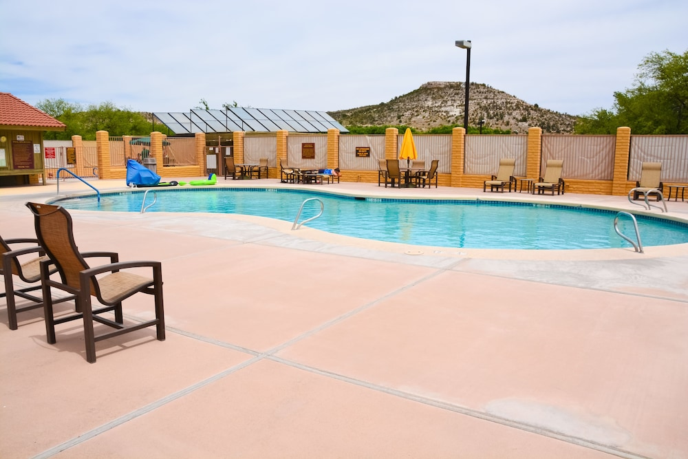 Outdoor Pool, Verde Valley RV & Camping Resort, a Thousand Trails Property