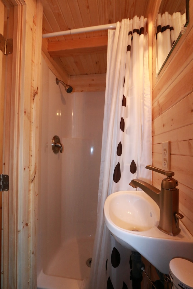 Bathroom, Verde Valley RV & Camping Resort, a Thousand Trails Property