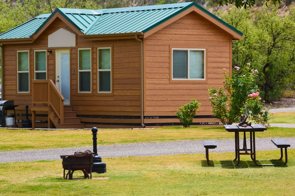 BBQ/Picnic Area, Verde Valley RV & Camping Resort, a Thousand Trails Property