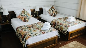 Hypo-allergenic bedding, in-room safe, individually decorated, desk