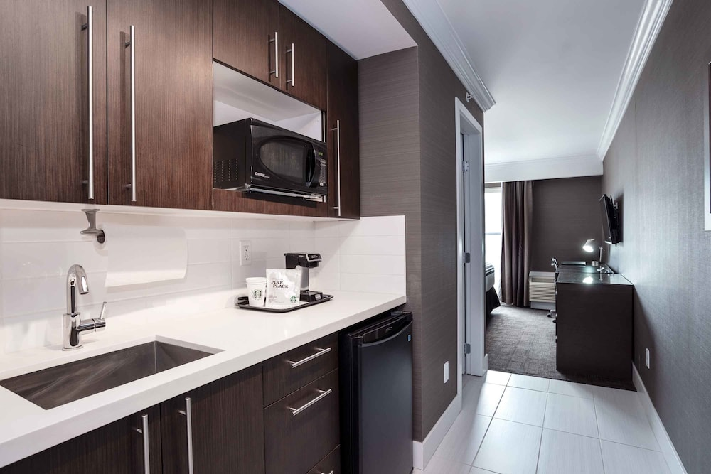 Private Kitchenette, Sandman Signature Kamloops Hotel