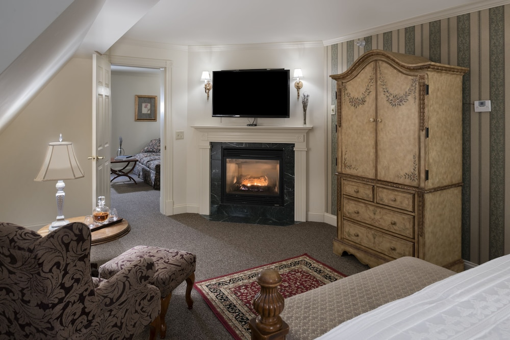 Living Room, The Inn at Thorn Hill & Spa