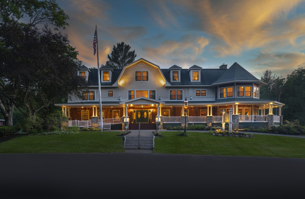 Front of Property - Evening/Night, The Inn at Thorn Hill & Spa