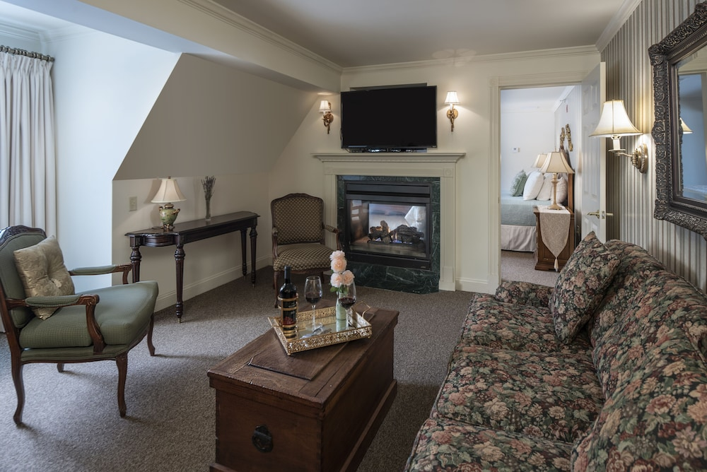Living Area, The Inn at Thorn Hill & Spa
