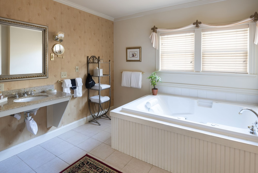 Jetted Tub, The Inn at Thorn Hill & Spa
