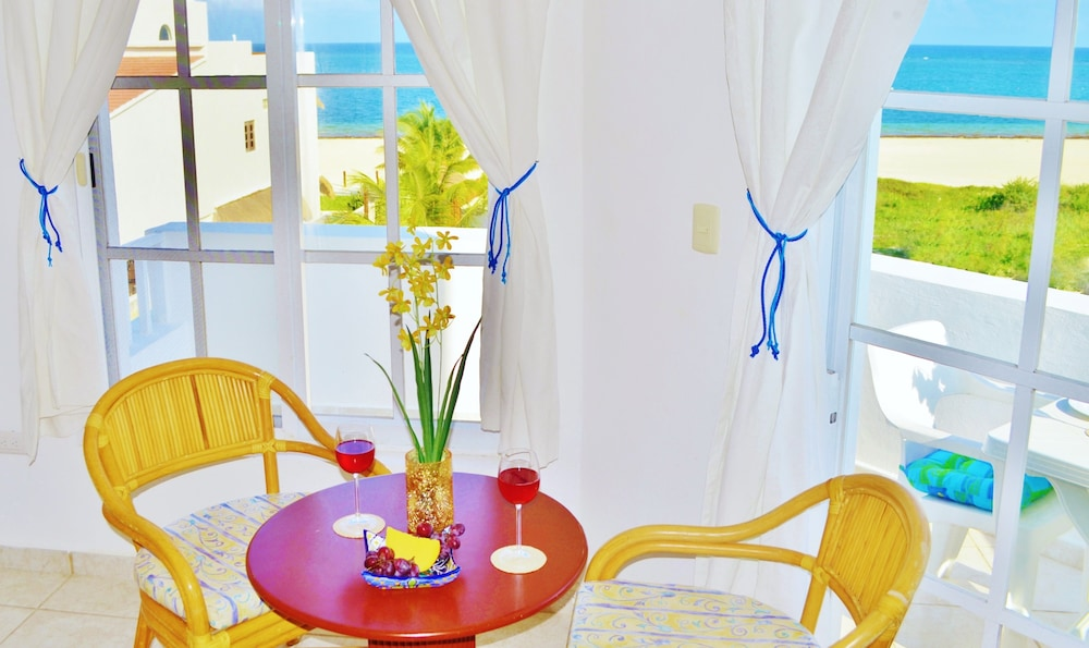 In-Room Dining, Corales Suites