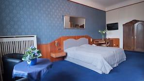Minibar, individually furnished, desk, iron/ironing board