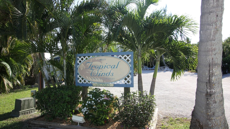 Tropical Winds Motel & Cottages