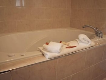 Jetted Tub, Belvedere Inn
