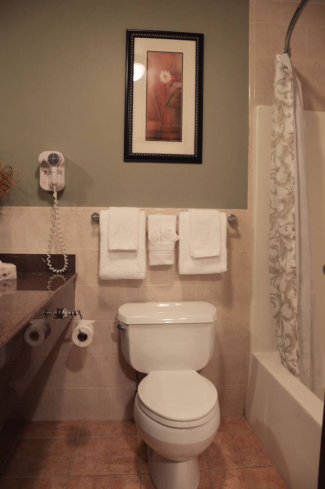 Bathroom, Belvedere Inn