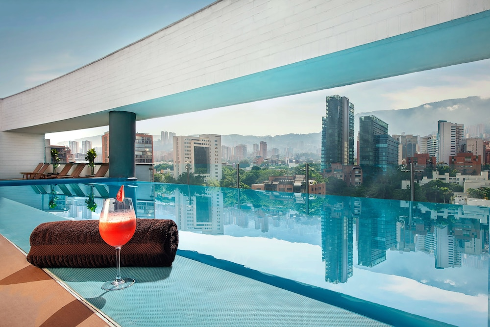 Rooftop Pool, Sites