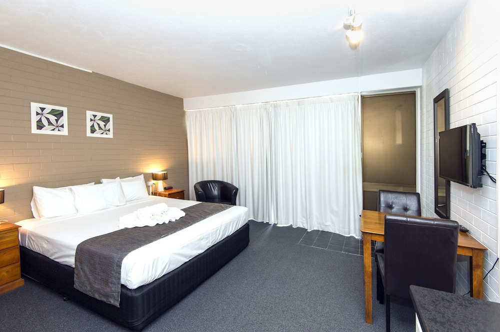 Mid city motor inn in mackay hotel rates reviews on orbitz for Motor city hotel prices