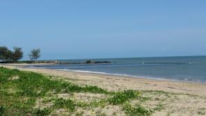 Beach nearby, white sand, free beach cabanas