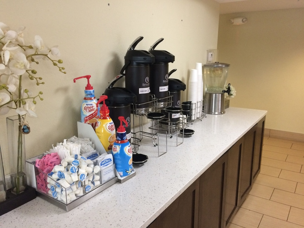 Coffee Service, La Quinta Inn & Suites by Wyndham Knoxville Papermill