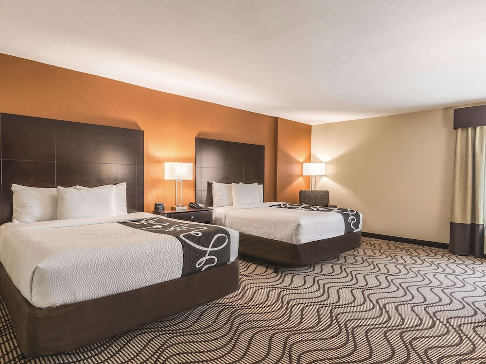 Room, La Quinta Inn & Suites by Wyndham Knoxville Papermill