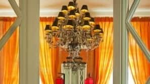 2 dormitorios, decoración individual, mobiliario individual